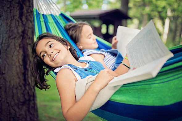 girls-hammock-reading-GettyImages-947621800