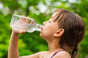 child-drinking-water-sweaty-GettyImages-484917812