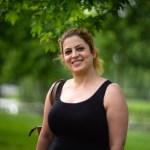 Hanna uit Iran in het portret van Drachten door fotograaf Jeffrey Wakanno