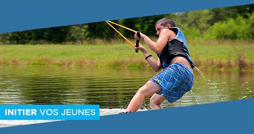 Wake Park Plessé - Séjours et Mini camp pour groupes de jeunes au téléski nautique de Buhel, initiation et perfectionnement au wakeboard et ski nautique