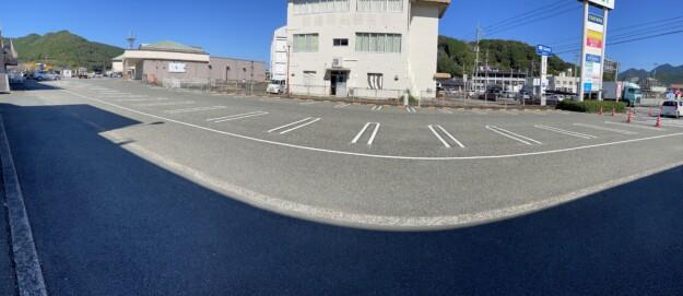 店舗前駐車場の駐車ラインがきれいになりました。