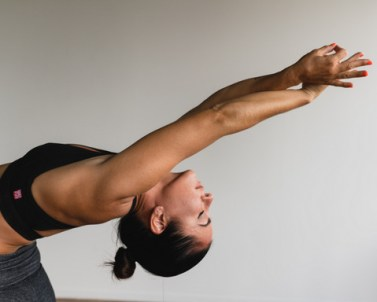 yoga-weightlifting-fitness-7