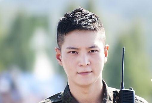 Potongan rambut Tentara Undercut