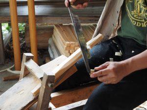 グリーンウッドワーク 削り馬で木を削る