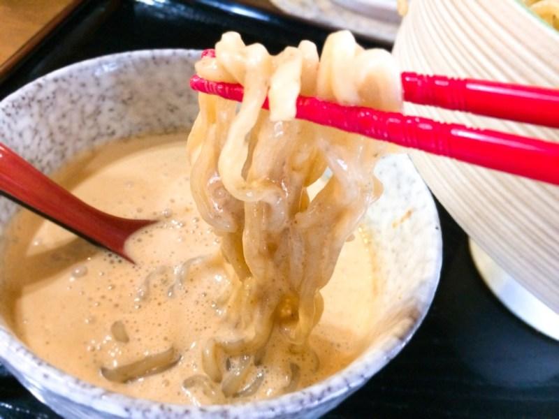うにつけ麺 泡沫雲丹つけ麺 箸ですくう