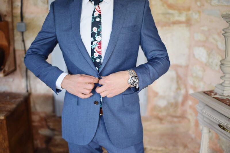 スーツ 服装 スピーチ