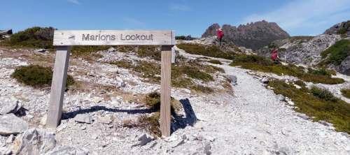 マリオンズルックアウト山頂サインポスト