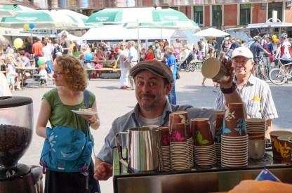 "Christian Heymann an seiner mobilen Espresso-Bar ""Bohne Appetit"""