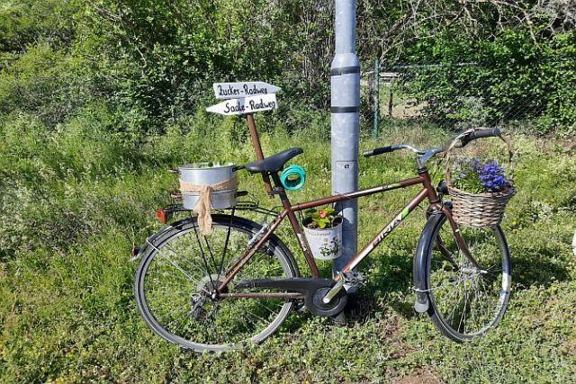 Abzweig des Zuckerradweges vom Saaleradweg bei Camburg