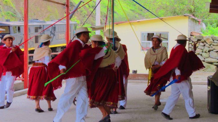 ecuadorian dancers alausi