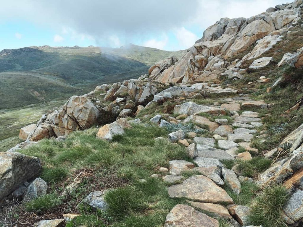 hiking Mount Kosciuszko in australia