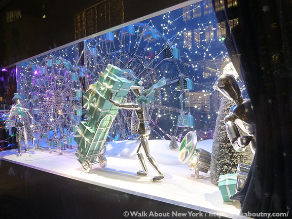 NYCs Christmas Windows 2017 Walkaboutny