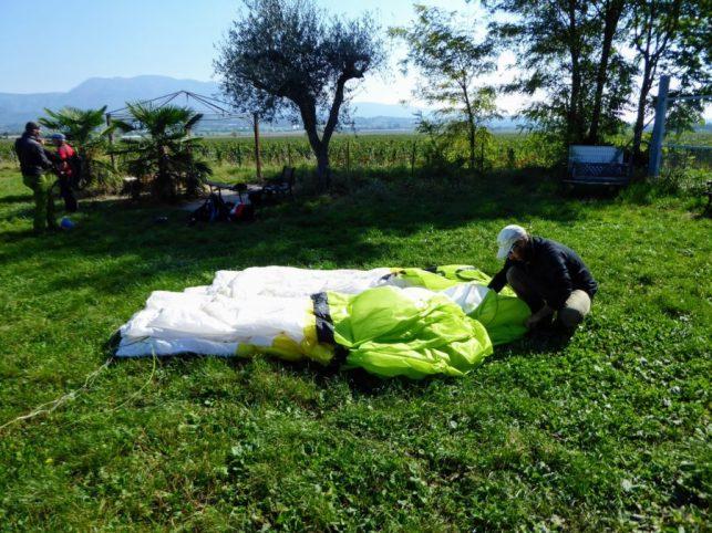 paragliding in lake garda