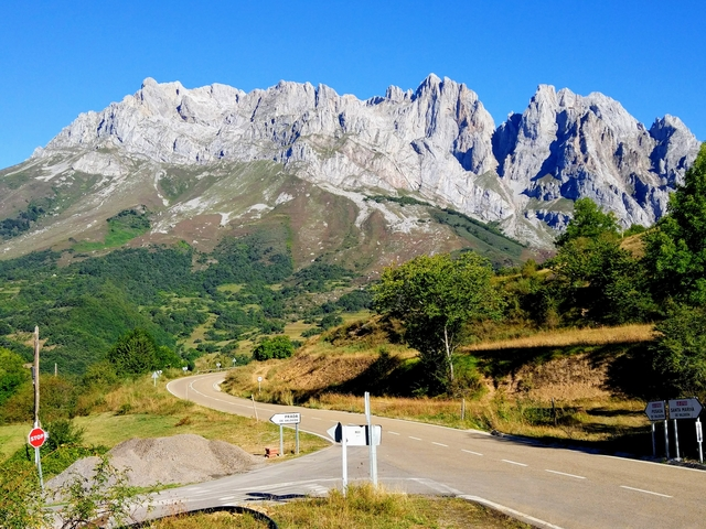 Prada Picos de Europa hiking walking PR-PNPE15 Spain national park