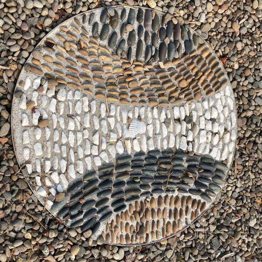 Old Willow Lane, Ashland, rock mosaic