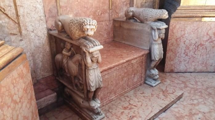 Cattedra del Vescovo Cadalo, cattedrale di Parma
