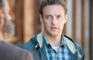 Ross Marquand fala sobre o que virá a seguir para Aaron em The Walking Dead