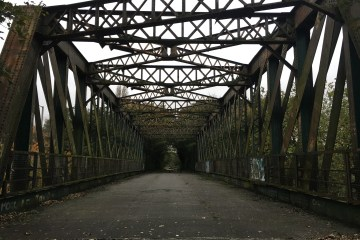 Railway bridge cycle route 62