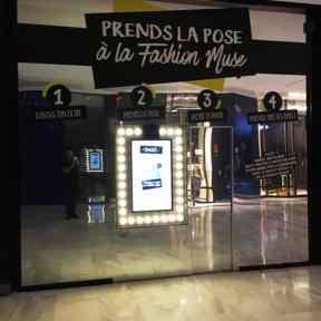 Palissade Travaux Bois Habillage Dibond Miroir Cadre Lumineux Ecran Tactile Centre Commercial Muse Metz