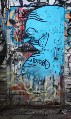 Waxhead in alley between St-Laurent and Clark, near Prince-Arthur