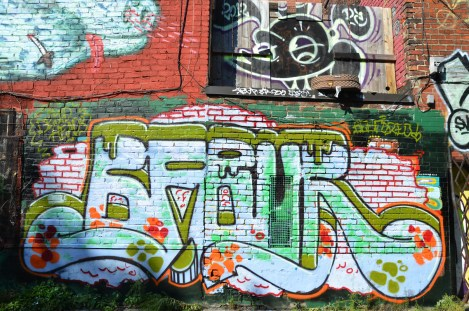 BFour aka Beeforeo (bottom) and Scaner (top) in alley between St-Laurent and Clark © Aline M