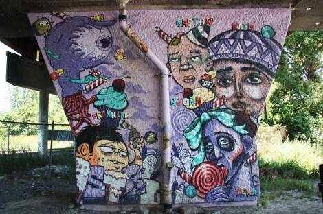 La Paria aka Paria Crew 'mural' on a pillar of the Van Horne|Rosemont overpass