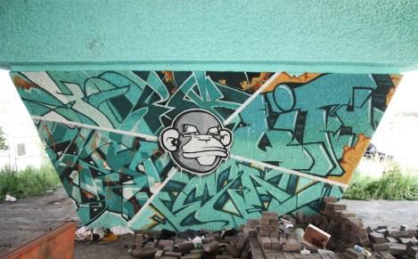 Crazy Apes 'mural' on a pillar of the Van Horne|Rosemont overpass