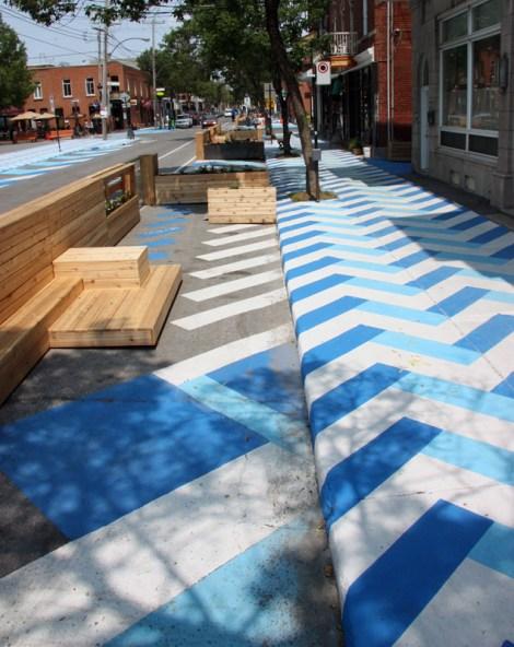 painted sidewalks on de Castelnau