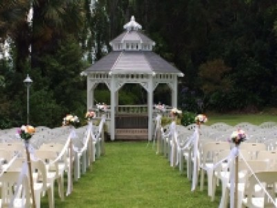 outdoor-ceremony-area-with-aisle-medium