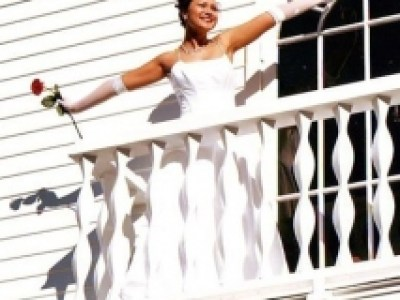 bride-on-balcony