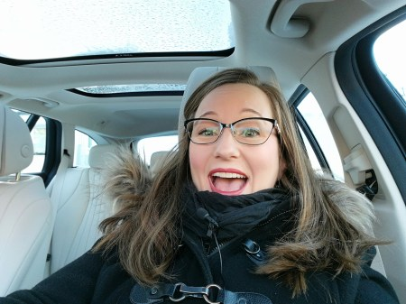 Selfie i en bil, dagsljus
