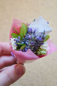 DIY: Miniature bouquets!