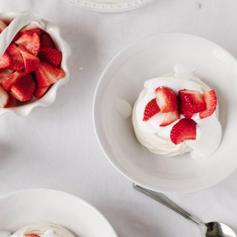 Vegan Meringue Nests with Strawberries & Cream   Wallflower Girl #vegan #glutenfree
