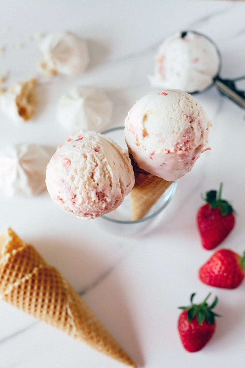 Eton Mess Ice Cream! | Wallflower Girl #vegan #glultenfree