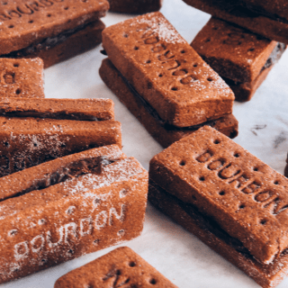 VEGAN BOURBON BISCUITS