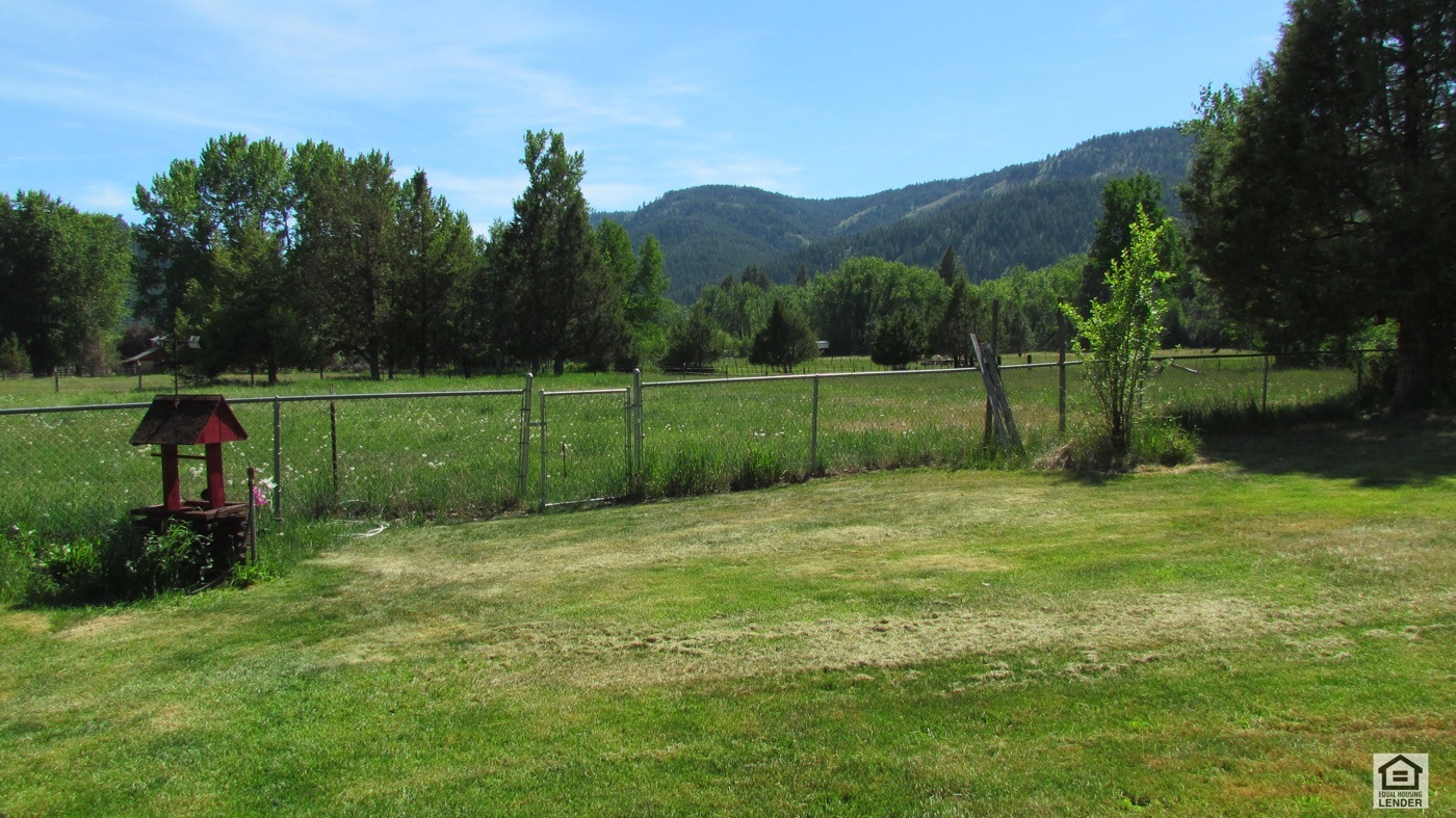 Beautiful open views and yes that pasture is part of the property.