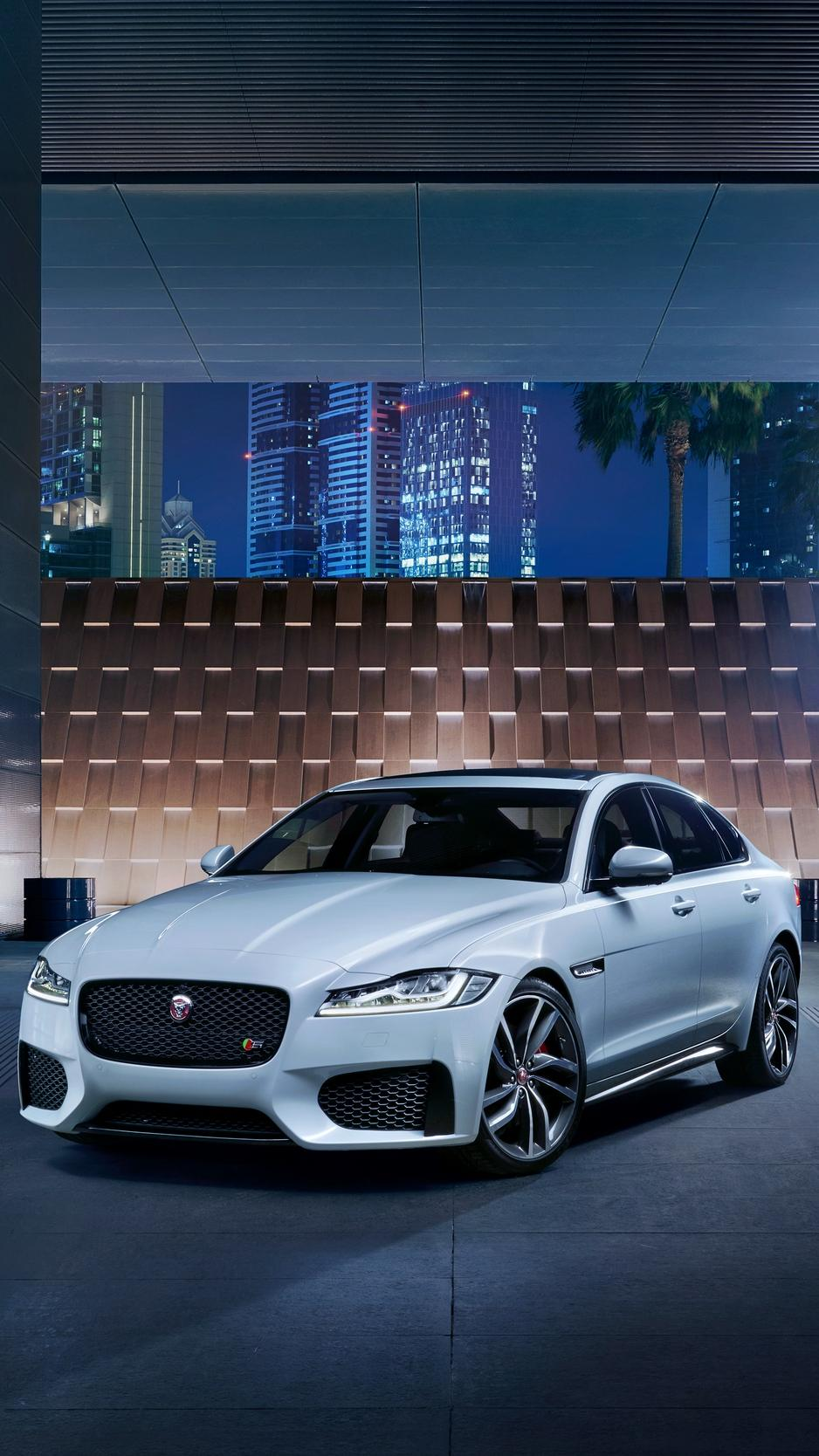In a recent interview with autocar, jaguar design boss ian callum confirmed that the brand is now readying the replacement for the xj fu. Jaguar Car 4k Iphone Wallpapers Wallpaper Cave