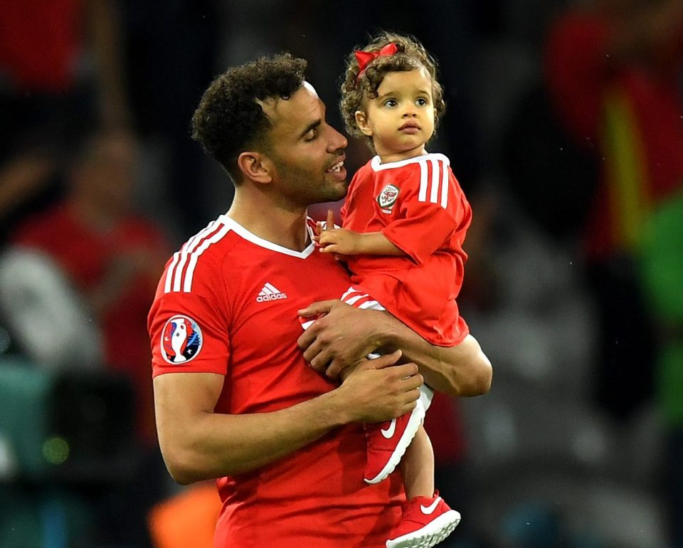 Cute Heart Images For Wallpaper Robson Kanu Football Player