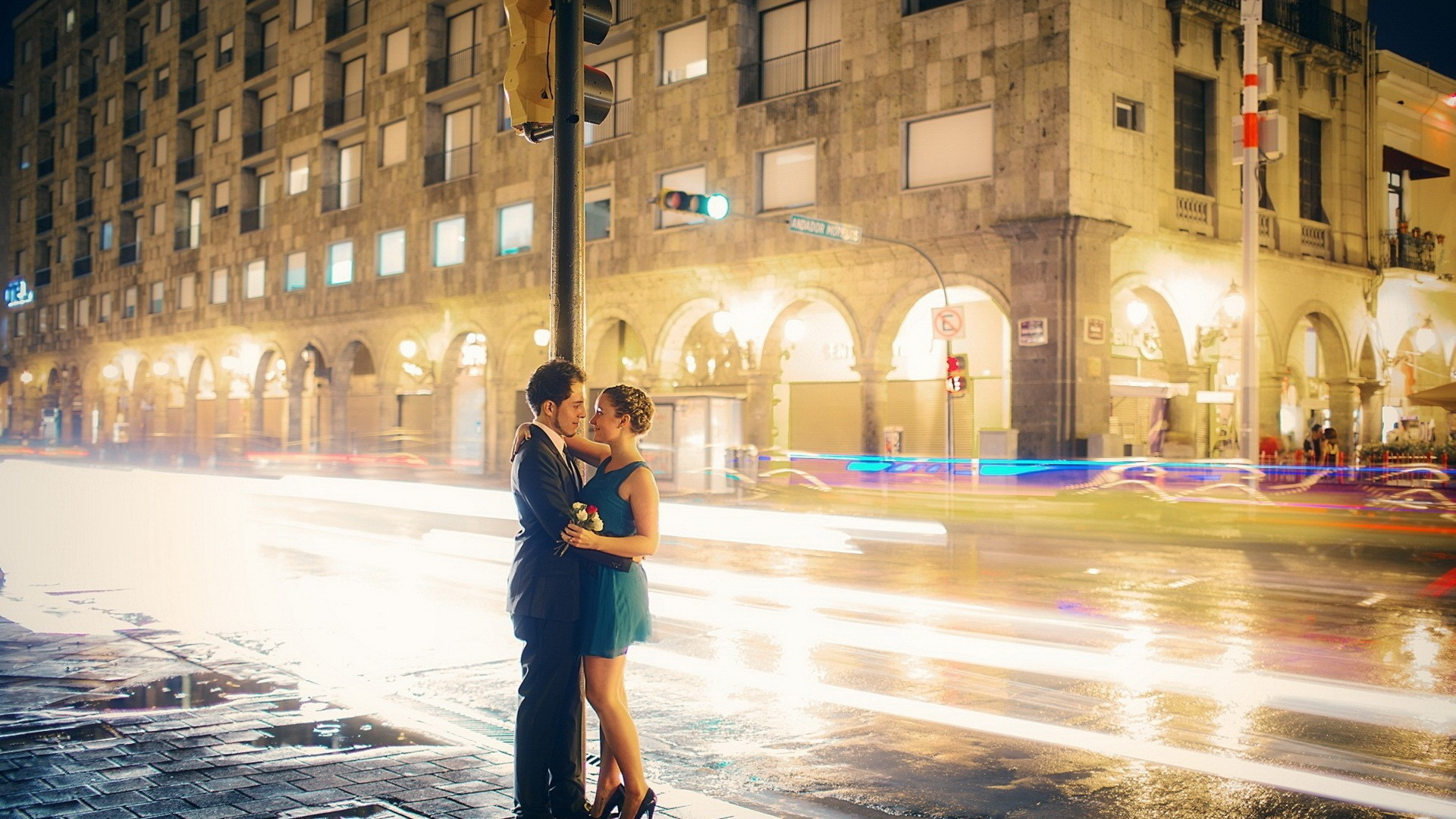 Cartoon Couple Wallpaper Hd Couple Embrace In Time Lapse Street Photography