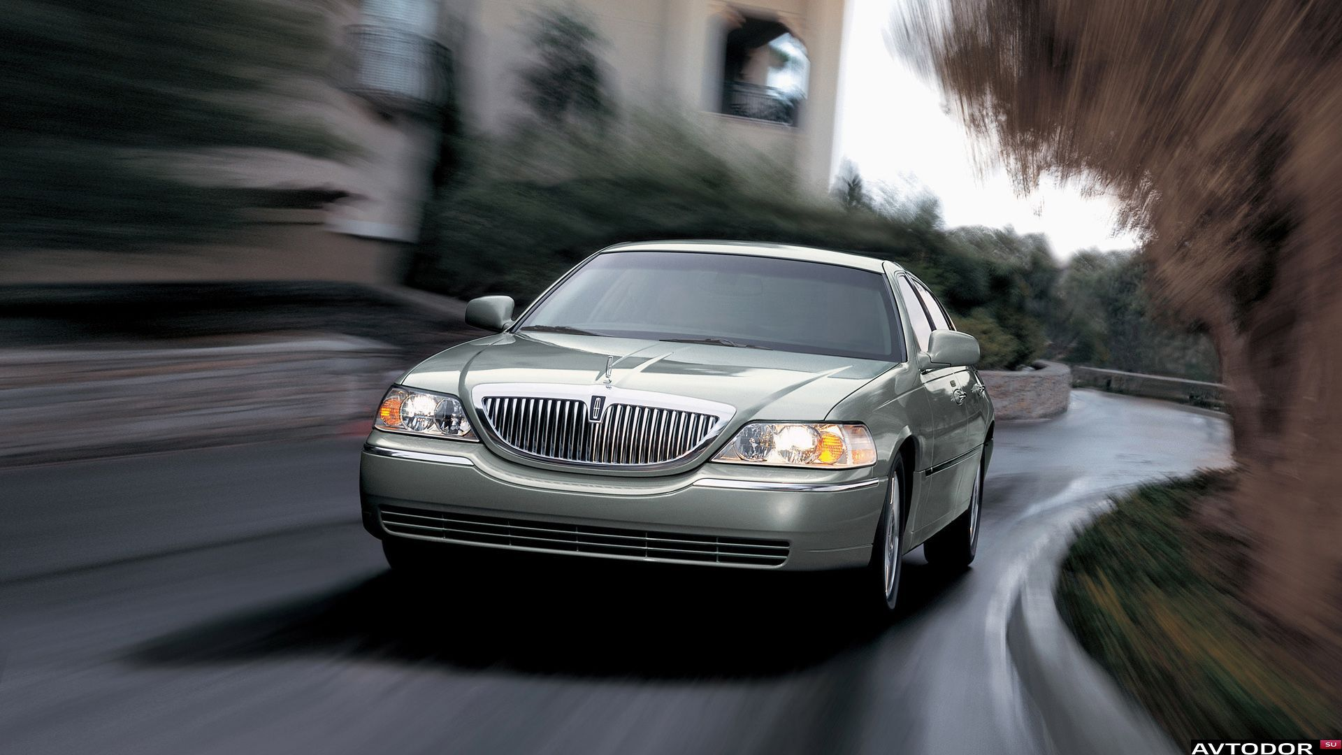 Download Lincoln Town Car Wallpaper Gallery