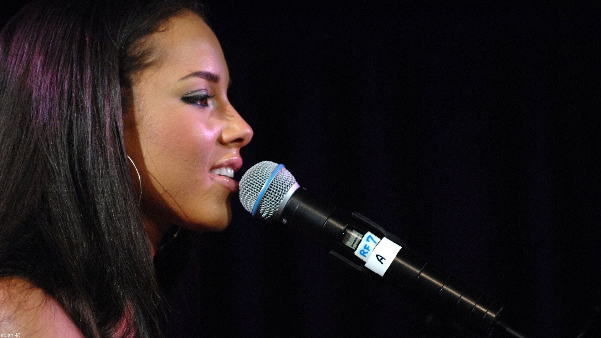 Cute Feather Wallpaper 31 Alicia Keys Wallpapers Hd Download