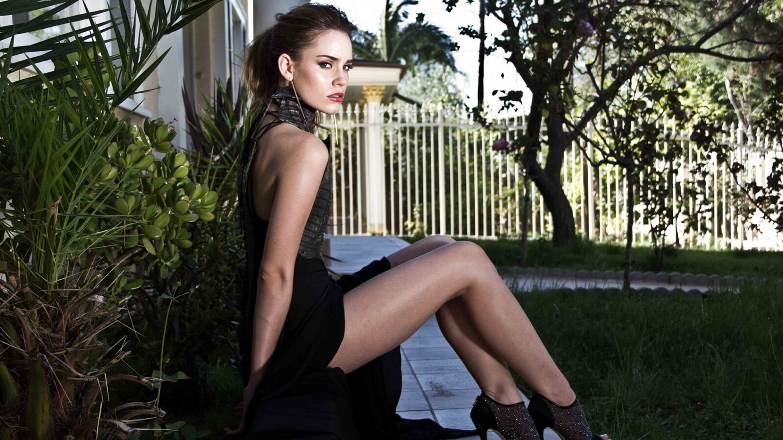Hd Wallpapers Of Girls And Cars Christa B Allen Hd Wallpapers Free Download