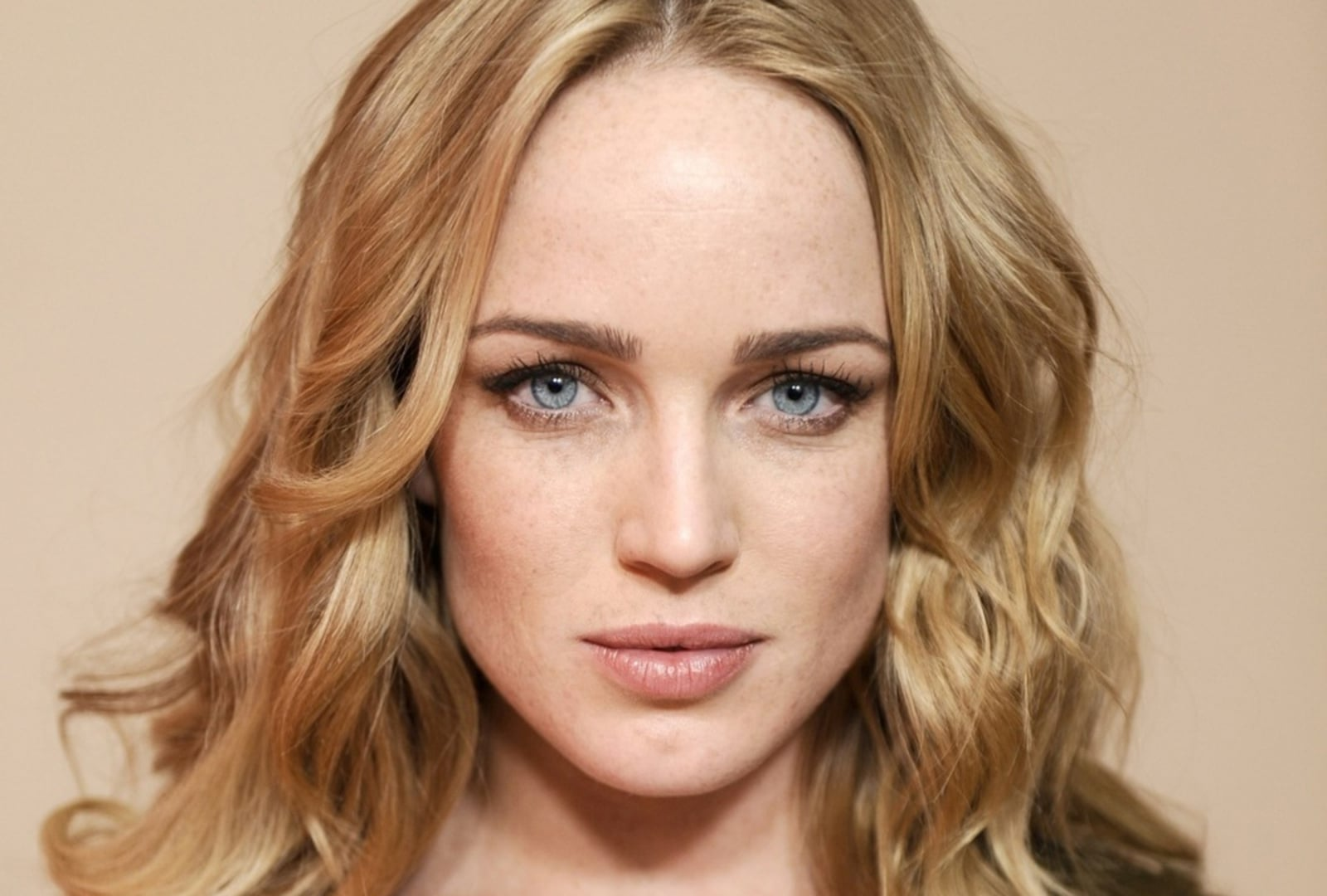 Hd Wallpapers Car Girls Caity Lotz Hd Wallpapers Free Download