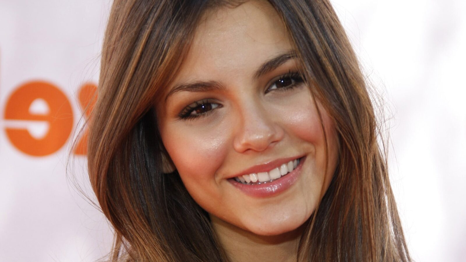 Black Girly Wallpapers For Iphone Victoria Justice Hd Wallpapers High Quality