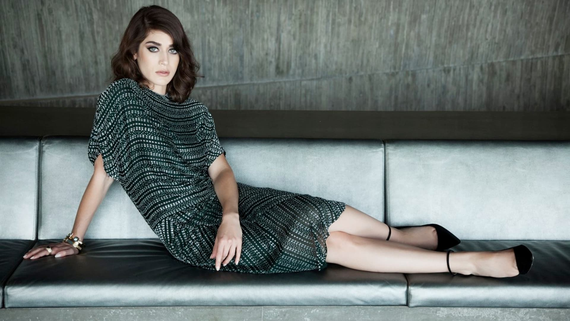 Mean Girls Wallpaper Lizzy Caplan Wallpapers Hd High Quality Download