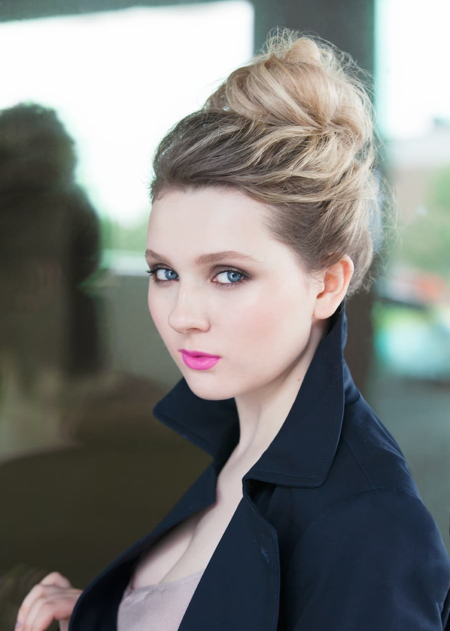 Sport Cars Wallpapers With Girls Abigail Breslin Wallpapers Hd High Quality Resolution Download