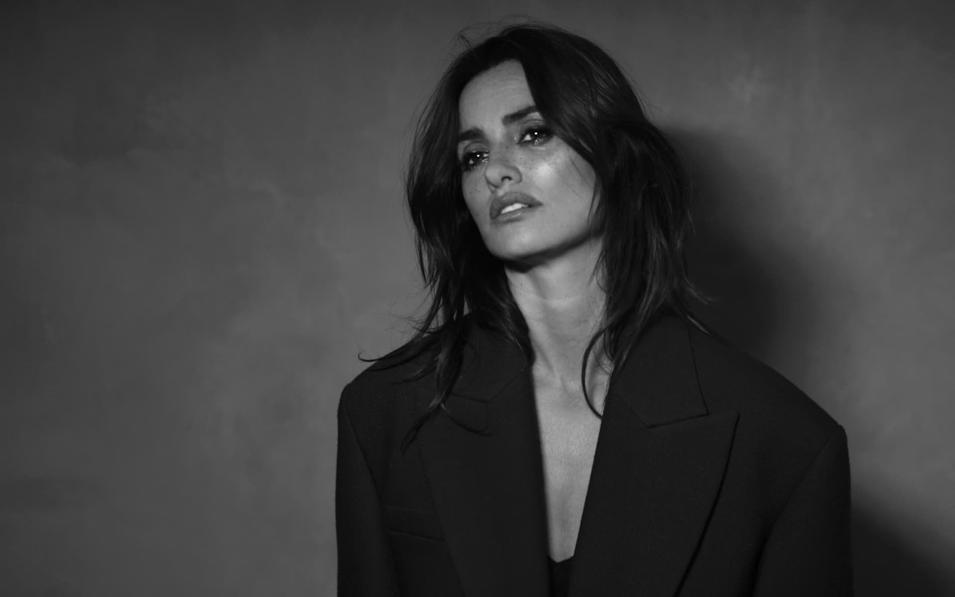 Download The Car Wallpaper Penelope Cruz Pictures Wallpapers Images Download For