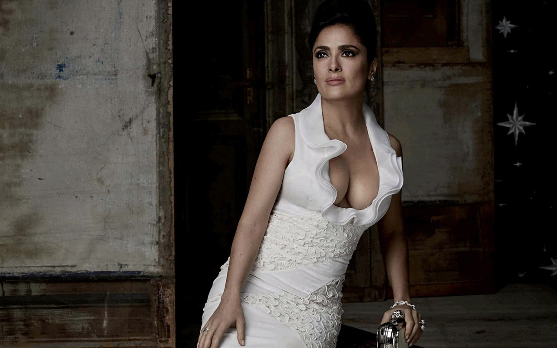 Best Wallpaper For A Car Salma Hayek Wallpapers Hd Pictures Photos Images