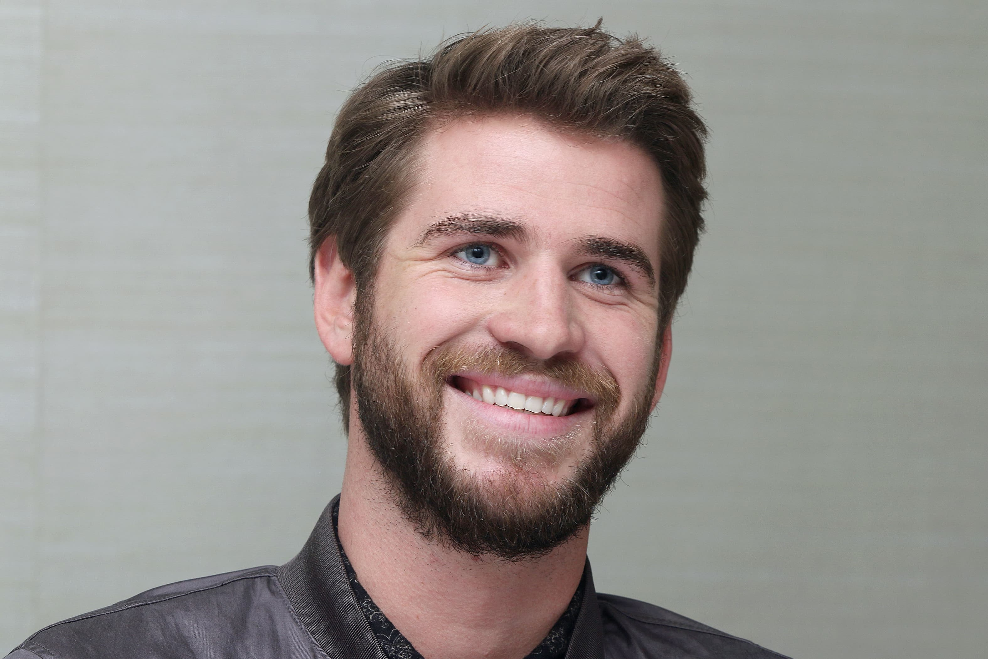 Best Wallpaper For A Car Liam Hemsworth Hd Wallpapers Free Download