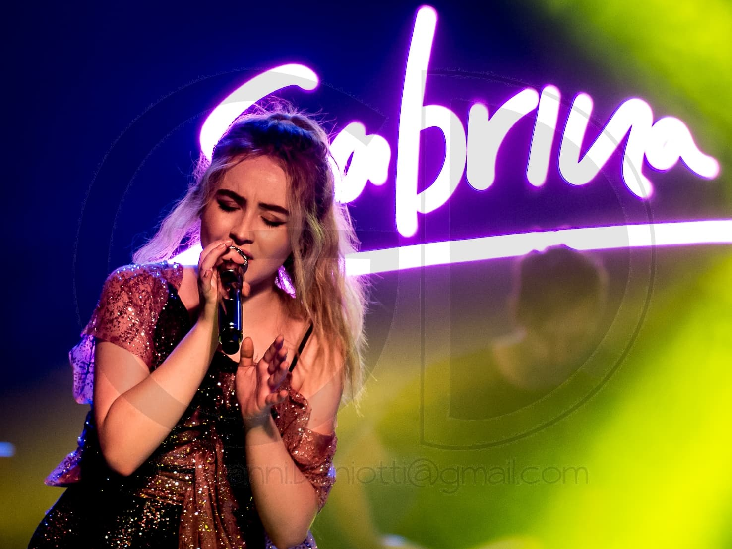 Hd Wallpaper Cars Iphone 30 Sabrina Carpenter Wallpapers Hd